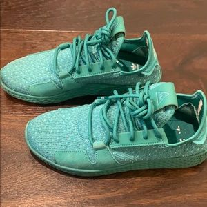 Pharrell Williams adidas 💚💙  size US 5 male